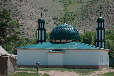Mosque, Kyzyl Oi