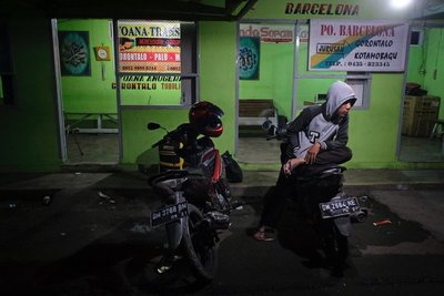 Gorontalo bus stand middle of the night