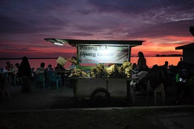 Food vendor on the promenade, Makassar