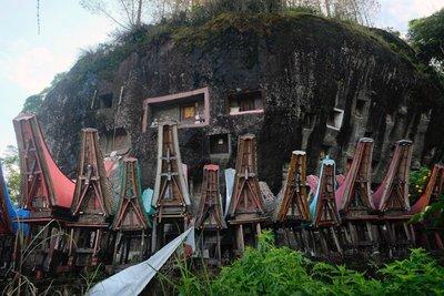 Lokomata burial rock, Toraja