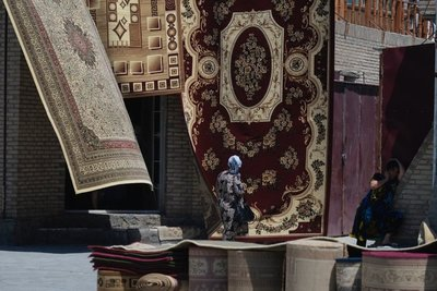 Carpet and jewellery bazaar near the Kalon minaret, Bukhara, UZ