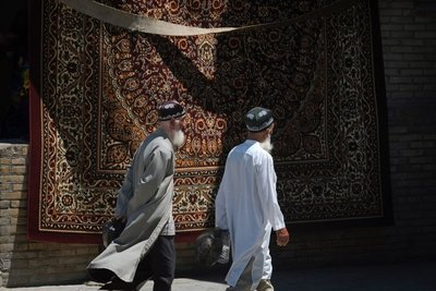 Carpet and jewelry bazaar near the Kalon minaret, Bukhara, UZ