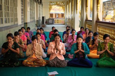 Ladies singing, Mahamuni Temple, Mandalay
