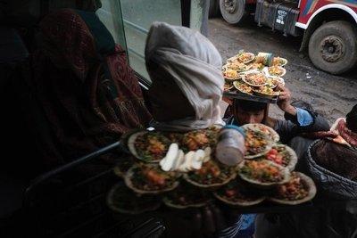 Bus, food vendor, Gwalior, Madhya Pradesh