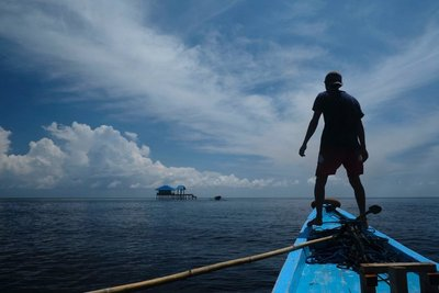 Navigating thru shallow water, Togian islands