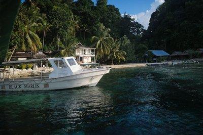 Black Marlin Resort and dive boat, Togian islands