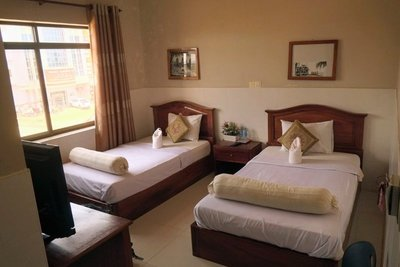 Hotel in Tbeng Meanchey, 1.5 hours from Prasat Preah Vihear $12 double