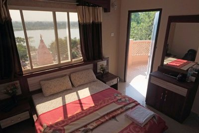 Room with a view, Hotel Raj Palace (20 eu), Maheshwar