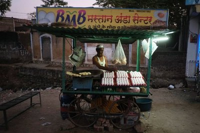 Egg vendor, Maheshwar