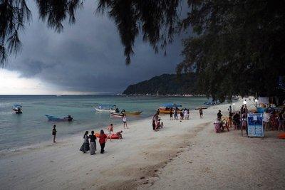 Teluk Daman Beach before a storm, Perhentian Besar
