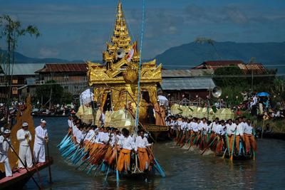 Rowers tug the golden pagoda, Phaung Daw Oo Pagoda festival