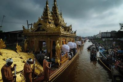Golden boat carrying 4 Buddhas, Phaung Daw Oo Pagoda festival