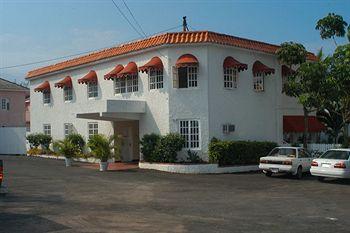 Chrisanns Beach Resort Exterior
