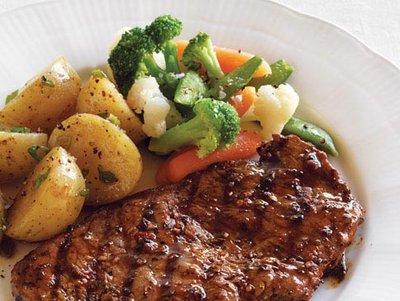 Parrillada Martín Fierro Steak, Potatoes and Mixed Vegetables
