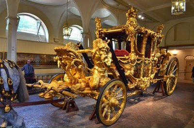 The queen's coronation carriage 1953.