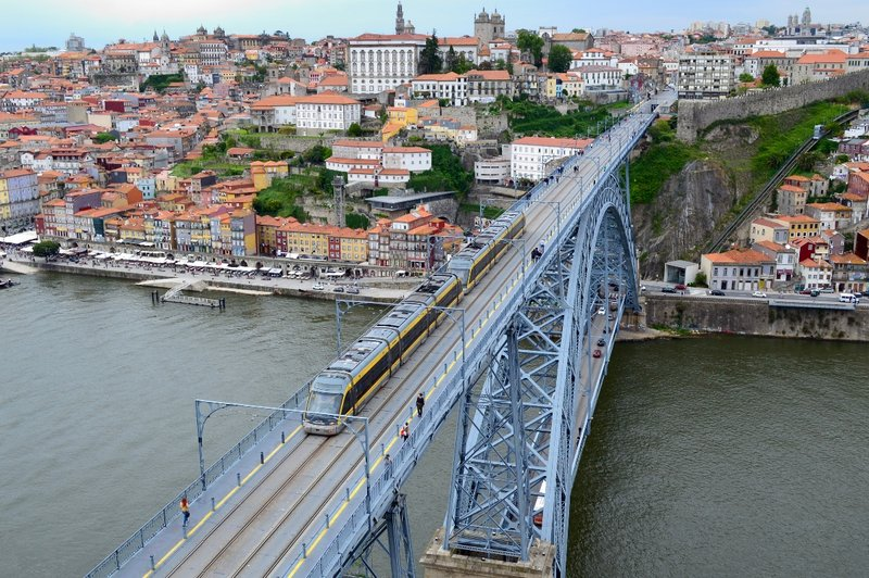 Metro passes over Dom Luis bridge.