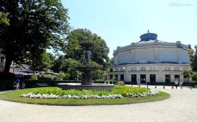 Avenue des Champs Elysees gardens