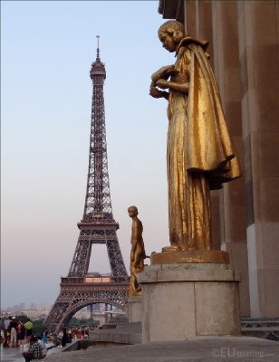 Statues at Palais Chaillot to the Eiffel