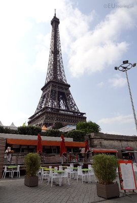 Cafes near the Eiffel