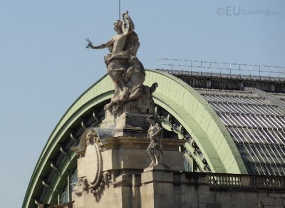 Statue on top of the Grand Palais