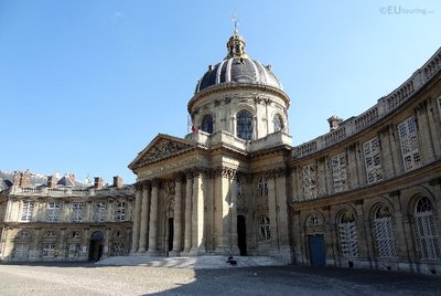 Curved building of the Institut de France