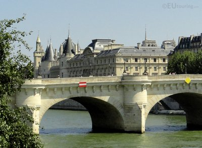 La Conciergerie behind the Pont Neuf