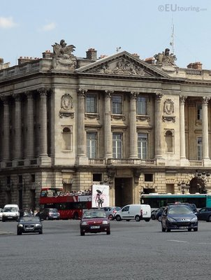Hotel de Crillon and traffic