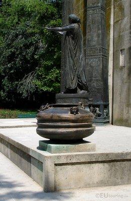 Statues at Monument des Droits de l'Homme