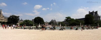 Water basin and people at the Tuilleries
