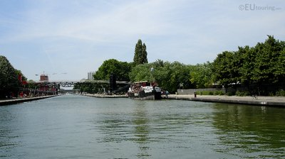 Canal de l'Ourcq and boat
