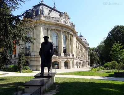 Winston Churchill statue at Petit Palais