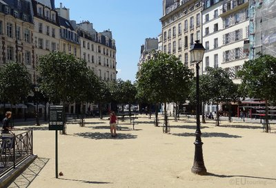 Centre of Place Dauphine