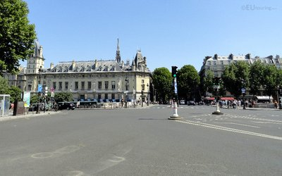 Place Saint Michel To The Police Judiciaire