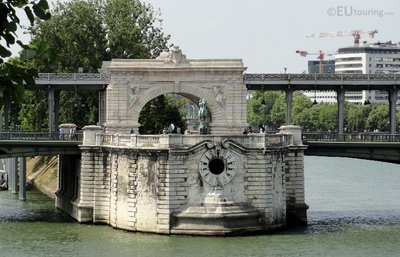 Archway on the Pont de Bir-Hakeim