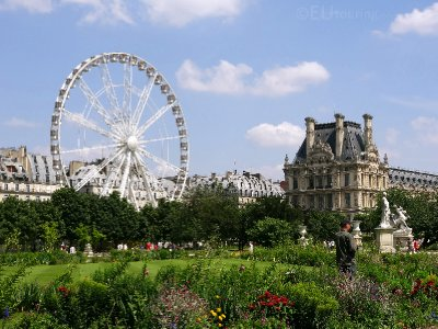 Gardens, ferris wheel and Louvre