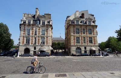 Velib user passing Place Dauphine