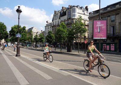 Velib cycle paths in Paris
