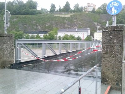 Blocked_bridges_Salzburg.jpg