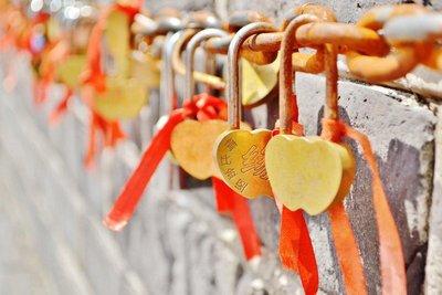 Love Chains