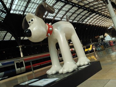 Giant Gromit at Paddington Station