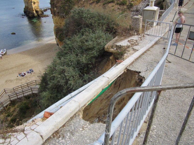 Lagos Portugal - Grottos Erosion Danger