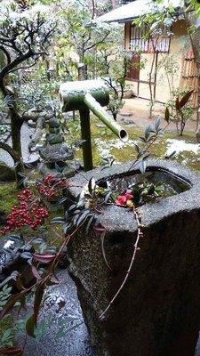 Fontaine au Daitoku-ji.