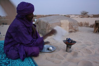 preparing tea - Timbuktu