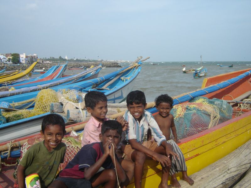 Kanyakumari - boys in the port