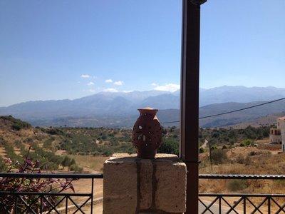 Ambience at the Cretan Corner taverna outside Aptera