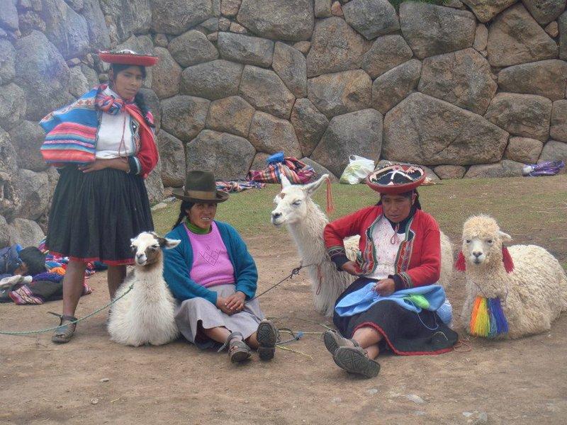 large_Peruvians_in_Cusco.jpg