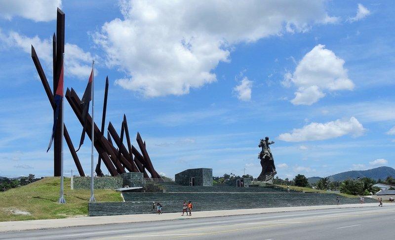 Santiago revolutionary statue