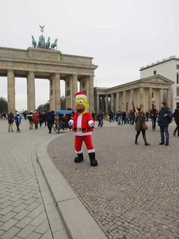 Homer Santa, Brandenburg Gate