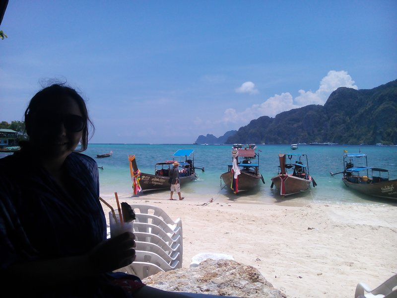 drink on koh phi phi...yeah yeah it's beautiful BUT...
