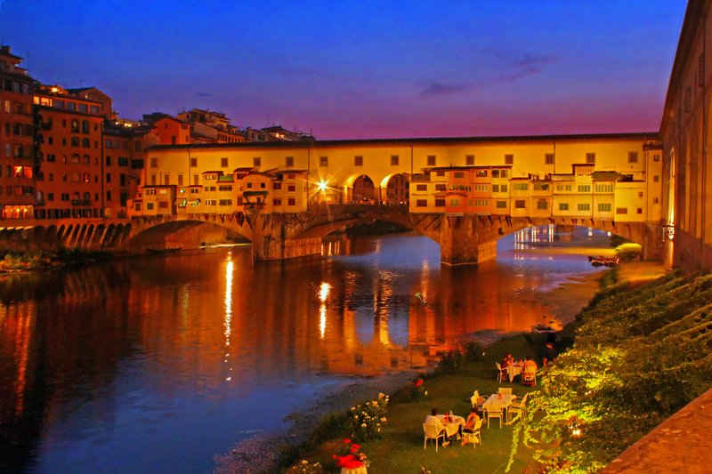 Dining on the Arno